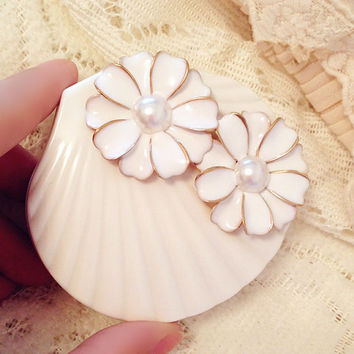 White Color Contact Lenses Box Travel Case with 3D Alloy Flower