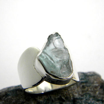 sterling silver aquamarine ring  -raw aquamarine stone - rough aquamarine gemstone ring band - march birthstone, ice blue ring size 7.75