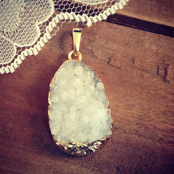 1 - White Druzy Agate Pendant Gold Plated Gemstone jewelry supplies (DA136)