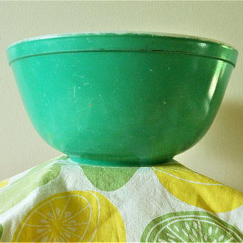 Pyrex Primary Green Mixing Bowl, 2.5 Quart Mixing Bowl, 1950's Pyrex Primary 403 Nesting Bowl