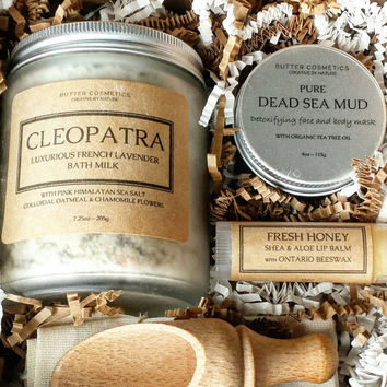 Cleopatra's Bath Luxury Spa Gift Kit for Her, Oatmeal and Goat's Milk Set, Organic Gift Basket for Women, Birthday Present, Christmas
