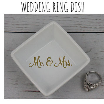 Wedding Ring Dish - Custom Wedding Mr & Mrs Ring Dish, Wedding Gift, Bridal Shower Gift, Engagement Party Gift, Bridal Shower, Engagement