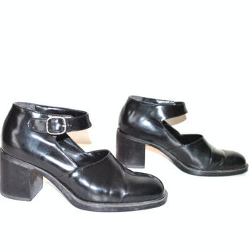 size 6.5 soft GRUNGE 90s black pantent leather chunky platform mary janes / chunk heel shoes