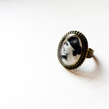 Virginia Woolf - Handmade Vintage  Cameo Ring - Literature Jewelry
