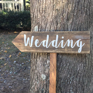 Wedding Signs Wood, Wedding Arrow Sign, Wooden Wedding Signs, Barn Wood Sign, Wood Signs Wedding, Rustic Arrow Signs, Rustic Wedding Signs