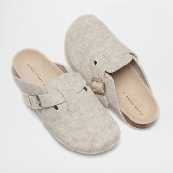 TAN FELT CLOGS - Woman - Loungewear & shoes | Zara Home United States