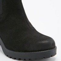 Vagabond Grace Nubuck Chelsea Boots in Black - Urban Outfitters