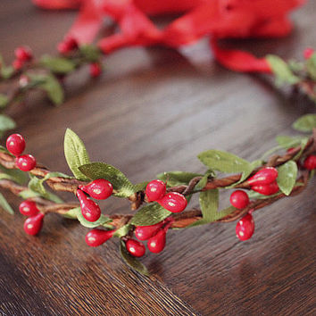 Red Berries and Leaves Floral Halo. Flower Hair Crown. Woodland, Holiday fashion, winter wedding, flower girl