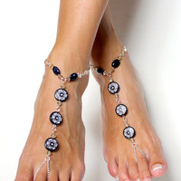 Classic Barefoot Sandals in Black and White