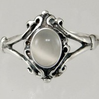 An Elegant Sterling Silver Victorian Ring Featuring a Lovely White Moonstone Gemstone