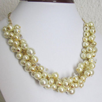 Wedding Pearl Necklace, Pearl Bubble Necklace, Chunky Pearl Cluster Necklace, Pearl Bib Necklace, Ivory Pearl Necklace with Gold Chain
