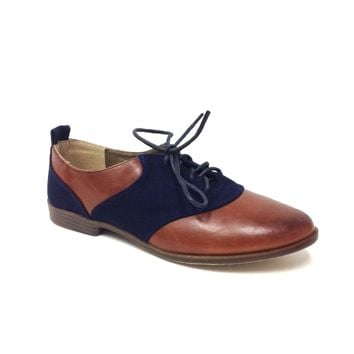Add a timeless men's shoes inspired and stylish to your wardrobe with this fashionable two tone contrast Flat oxford! Featuring whiskey color leatherette with navy color fabric along the vamp and heel accents, round toe with burnished toe, leather lining &
