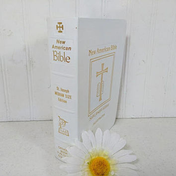 The New American Bible Saint Joseph Medium Size Edition Illustrated with Handy Edge-Marking Index White & Gold Cover Catholic Publishing Co.