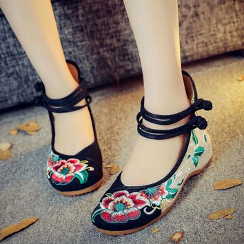 Fashion sexy Hibiscus flowers embroidery women flats shoes Chinese retro simple Mary janes casual shoes woman loafers plus size