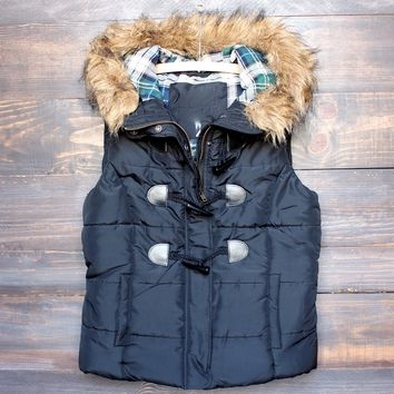 Mountain Slopes Fur Hooded Puffer Vest in Black