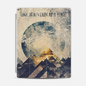 One mountain at a time - Cover iPad 3/4 cover by Happy Melvin | Casetify