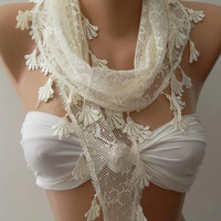 Creamy  White  / Scarf with Lacy Edge...