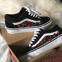 Vans Classics Old Skool Rose Embroidery Black Sneaker Shoes