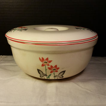 Universal Cambridge Covered Casserole Oven Proof Dish, Vintage Pottery Cookware, American Pottery, Retro Kitchen, Ivory Cream, Red Flowers