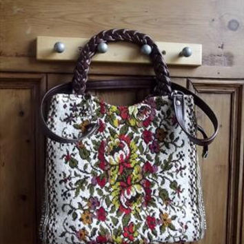 vintage tapestry  bag / brown faux leather / carpet bags / floral / autumn winter / womens accessories