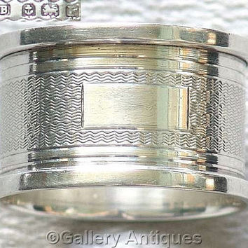 Art Deco Solid 925 Sterling Silver Engine Turned Napkin / Serviette Ring by A J Bailey and Hallmarked for Birmingham, 1930 (ref: 4010)