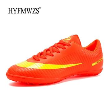 HYFMWZS 2018 Krasovki Indoor Soccer Shoes Superfly Men Non-slip TF Kids Football Shoes Breathable Soccer Cleats Big Size 33-44
