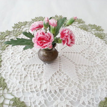 Crochet Lace Doily Spring Decoration Green and Snow White Round Tablecloth Leaf Pattern Centerpiece Shabby Chic Home Decor Unique Gift
