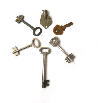 Six vintage keys, art Deco, antique keys, set of 6 keys, old keys, unique keys, keyring, metal keys, Decorative keys, lockpick, antique key