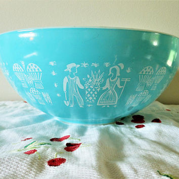 Turquoise Pyrex Amish Butterprint 444 Cinderella Mixing Bowl, 4 Quart Butterprint Nesting Bowl, Aqua & White Pyrex, Butterprint Cinderella
