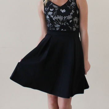 Elegance and Lace Dress - Black