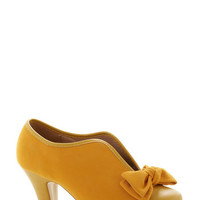 ModCloth Bow Other Way Bootie in Gold