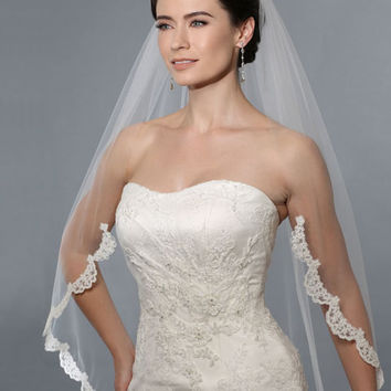 V7162 Alencon Lace Single Layer Veil