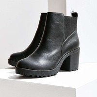 Kim Heeled Chelsea Boot - Urban Outfitters