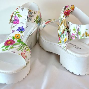 Breckelles Fuchsia T Strap Floral Print Sandals Faux Leather