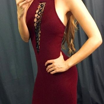 Burgundy Patchwork Hollow-out Band Collar Halter Neck Backless Bodycon Club Mini Dress