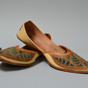 Vintage Embroidered Indian Women's Shoes - Pointy Leather Ethnic Flats Size 8 - 8 1/2