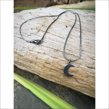 TINY MOON STAINLESS STEEL NECKLACE