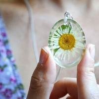 Daisy resin necklace, pressed flowers,dasies real flowers