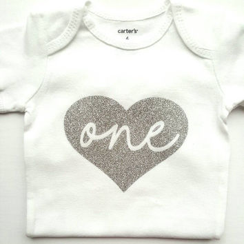 Personalized Glitter Heart Bodysuit Shirt First Birthday Onesui