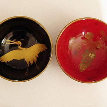 Pair Vintage Lacquer Sake Cups Black Red and Gold Maki-e Crane & Grapes