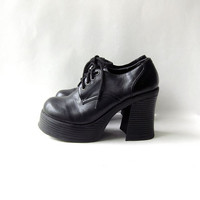20% OFF SALE. Vintage black vegan shoes. chunky oxfords.  lace up platforms.
