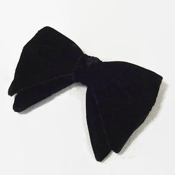 Vintage 60s Bow Tie | 1960s Black Bow Tie | Clip on Bow Tie | Velvet Bow Tie | 60s Menswear | Suiting | Big Bow Tie | Royal Rust Resistant