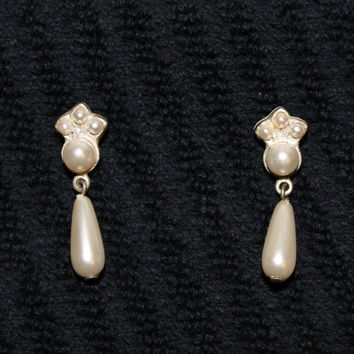 Vintage Faux Pearl Tear Drop Earrings Perfect For A Wedding