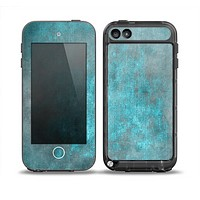 The Grungy Bright Teal Surface Skin for the iPod Touch 5th Generation frē LifeProof Case