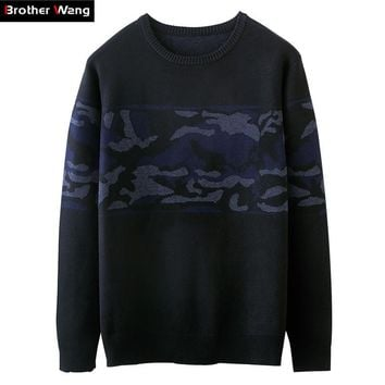 Brother Wang 2017 Autumn and Winter New Men Sweater Fashion Camouflage Pattern Stitching Casual Round Knitted Pullover
