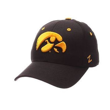 Licensed Iowa Hawkeyes Official NCAA DHS Size 7 3/4 Fitted Hat Cap by Zephyr 070444 KO_19_1