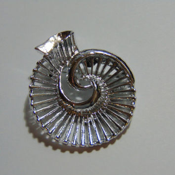 Gerrys Silver Tone Shell Swirl Nautical Brooch SIGNED Vintage