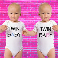 Twin Baby A / Twin Baby B | Twin Set Gerber Onesuit ®
