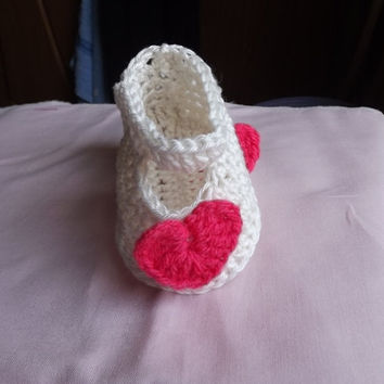 Cute ecru crochet shoes, baby girl booties, Booties with hearts,