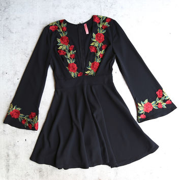 waste the night long sleeve dress with rose patches - black